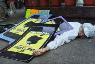 Apple protestor in China