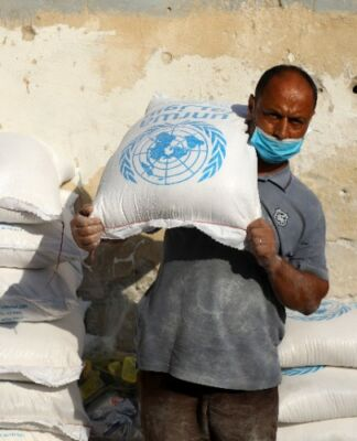 Palestinian refugees receive aid